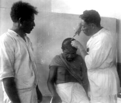 Médico curando a un enfermo, retrato