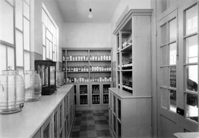 Rebotica, medicamentos en el interior