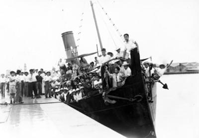 Los muchachos a bordo del buque Nereida, vista parcial