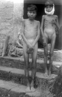 Niños desnudos
