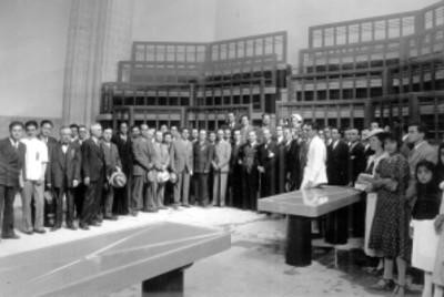 Hospital Juárez, anfiteatro de autopsias, visitándolo durante la inaguración de las obras, retrato