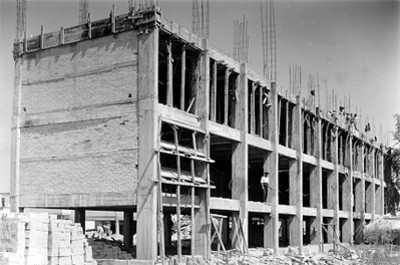 Hospital en construcción, obra negra