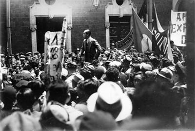 Ramón Magaña durante la Asamblea de las Juventudes Socialistas Unificadas