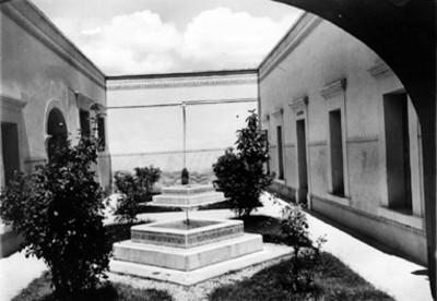 Hospital Civil, patio y fuentes