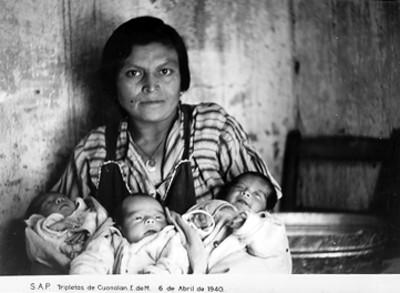 Madre y sus tres hijas, retrato