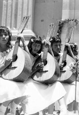 Niñas con mandolinas, retrato