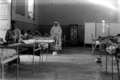 Sala de recuperación con enfermos, retrato