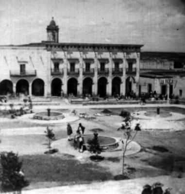Plaza principal, retrato