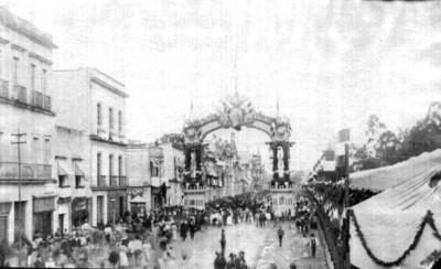 Arco triunfal en costado n[or]te de la Alameda