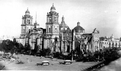 Vista del exterior de la Catedral y el Zócalo