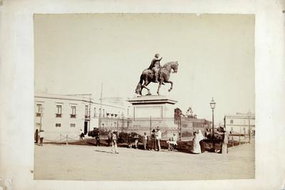 Estatua ecuestre de Carlos IV