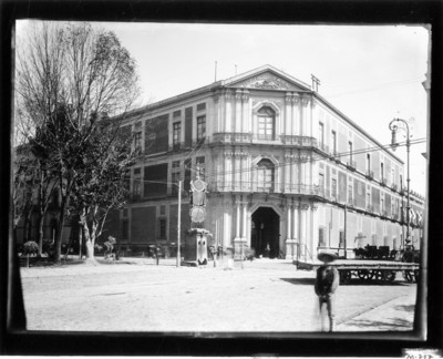 Escuela Nacional de Medicina, fachada, vista frontal