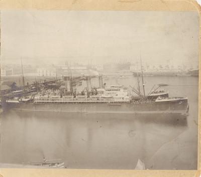 Barcos varados en un puerto