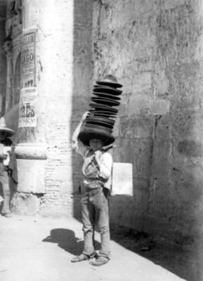 Niño vendedor de sombreros, retrato