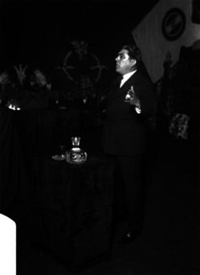 Luis L. León pronuncia discurso durante un acto del PNR
