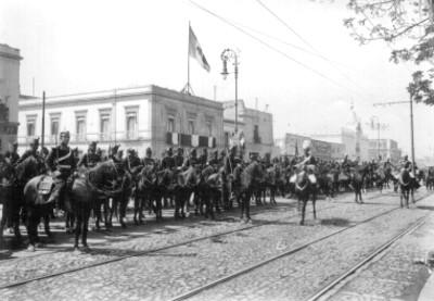 Militares durante desfile militar del Centenario de la Indendencia en la Avenida Juárez