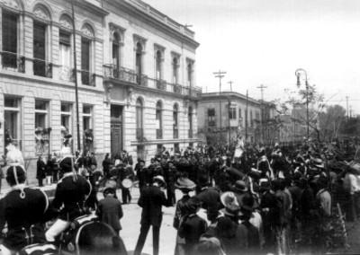 Marinos y cadetes extranjeros a su paso por Avenida Juárez