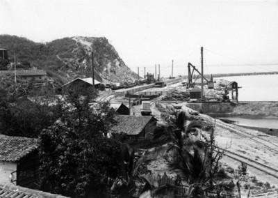 """Vias férreas a orillas del Puerto de """"Manzanillo"""", vista parcial"""