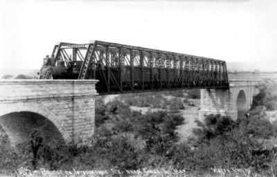 "Puente sobre Interoceánica Ry Cerca Chietla, ""Bridge on Interoceanic Ry Near Chietla, Méx[ico]"""
