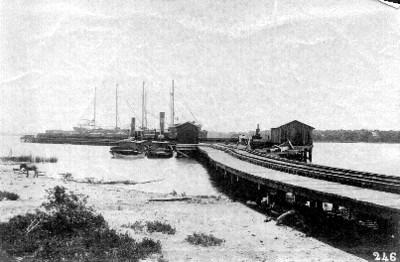 Muelle del ferrocarril central sobre el río Pánuco