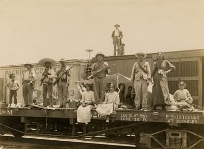 Zapatistas en estación del ferrocarril en Xochimilco
