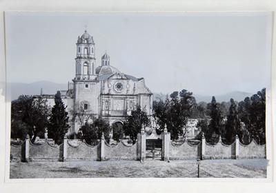 Panoramica del atrio e iglesia de San Fernando