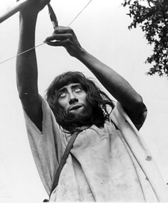 Lacandón lanza flechas con un arco