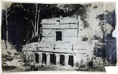 Trabajos de restauración en el edificio de la casa de las columnas