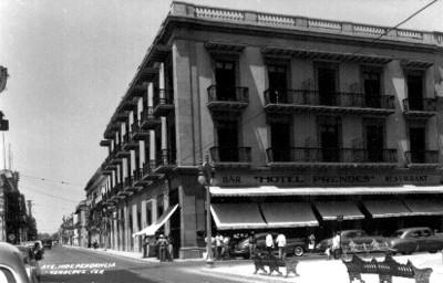 """Ave. Independencia, Veracruz"", vista parcial, tarjeta postal"