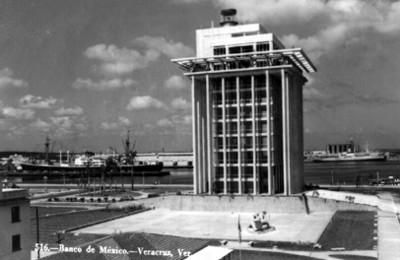 "Edificio del ""Banco de México"", exterior, vista parcial, tartjeta postal"