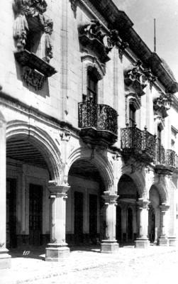 Fachada de un edificio colonial, detalle