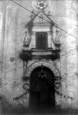 Portada de la Iglesia de San Pedro Apóstol