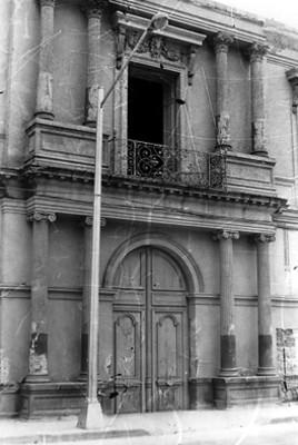 Mansión colonial, fachada, vista parcial