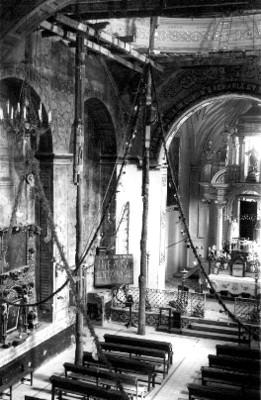 Interior de una iglesia en restauración, vista parcial