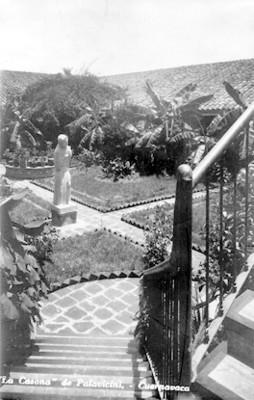 """""""La Casona de Palavicini"""", jardín y escultura, detalle"""