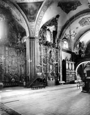 """""""Museo de Tepotzotlán, Edo. de México. Iglesia. Muro y crucero de la derecha de la entrada"""", Tepotzotlán"""