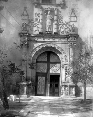 Iglesia Agustina, portada lateral