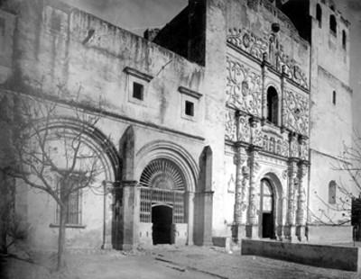 Ex-convento e Iglesia Agustinos, fachada