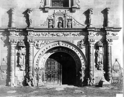 Iglesia de San Agustín en Acolman, detalle de la portada