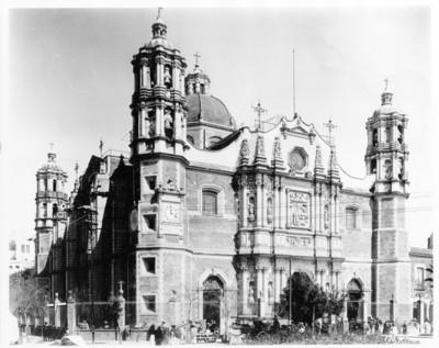 Basílica de Guadalupe, fachada, vista frontal