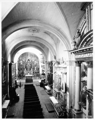 Iglesia de Santa Catalina de Siena, nave central, vista hacia el altar mayor