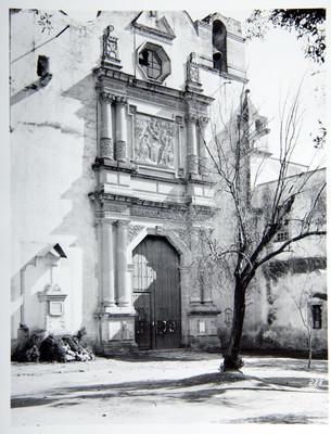 Iglesia de San Gabriel, fachada principal