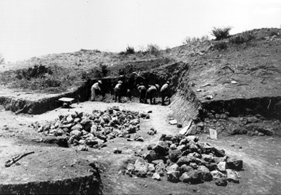 Exploraciones recientes, trabajadores excavando