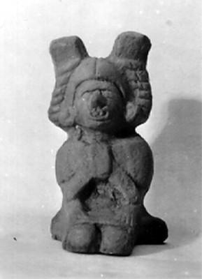 Escultura antropomorfa femenina con tocado