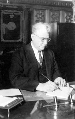 Enrique Hernández Álvarez, político