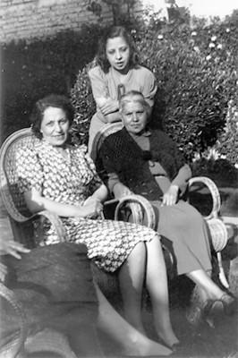Carmen Casasola de Henerias, esposa de Gonzalo con su hija María Luisa, retrato