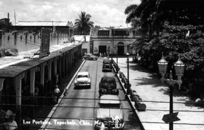 """""""Los portales"""" de la plaza principal"""