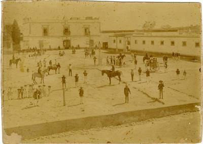 Vida cotidiana en la plaza pública de Actopan