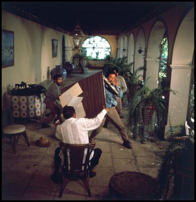 Salvador Sánchez en una escena violenta de la película La casa del sur