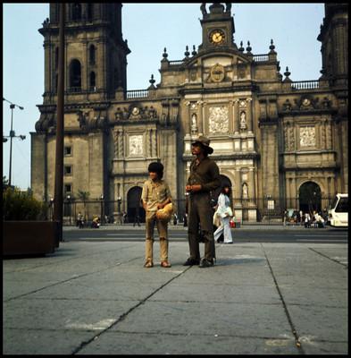 Pinolillo y Rodrigo Puebla actúan en Zócalo de la ciudad de México